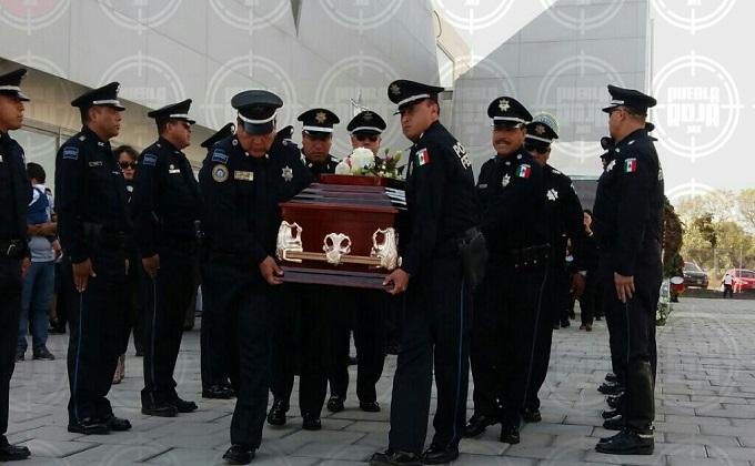 VIDEO: Mi papá fue honesto y responsable, dijo la hija del federal asesinado en homenaje