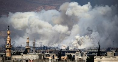 Smoke billows following reported air strikes by Syrian government forces on Damascus' north eastern rebel-held al-Qaboun surburb on March 15, 2017. / AFP PHOTO / AMER ALMOHIBANY