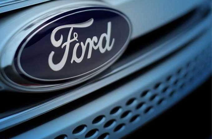 ford-motor-emblema-en-defensa