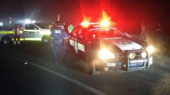 volcadura deja tres muertos y dos heridos (1)